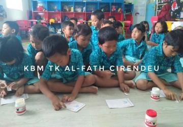 TK Al-Fath Belajar Mengirim Surat